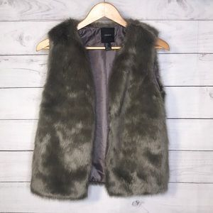 Forever 21 Luxurious Grey Faux Fur Vest, Small